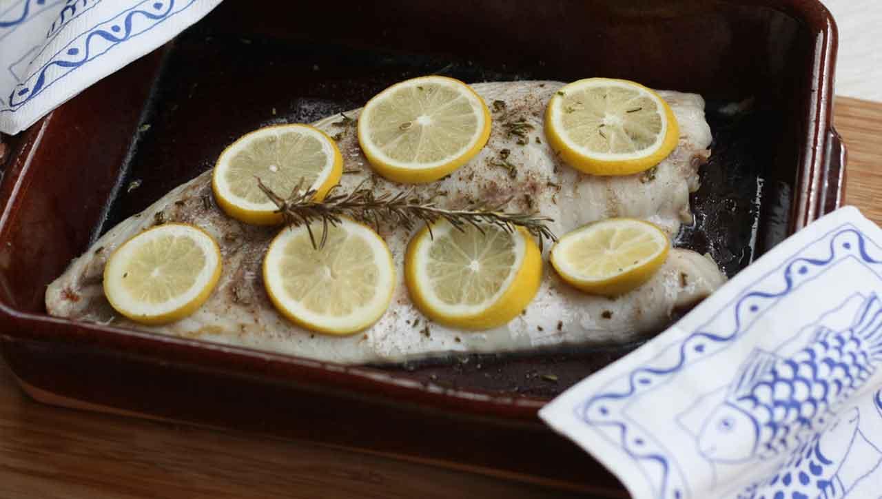 Fisch im Ofen mit Zitrone und Rosmarin