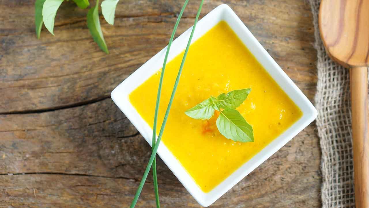Scharfe Karottensuppe mit Mango