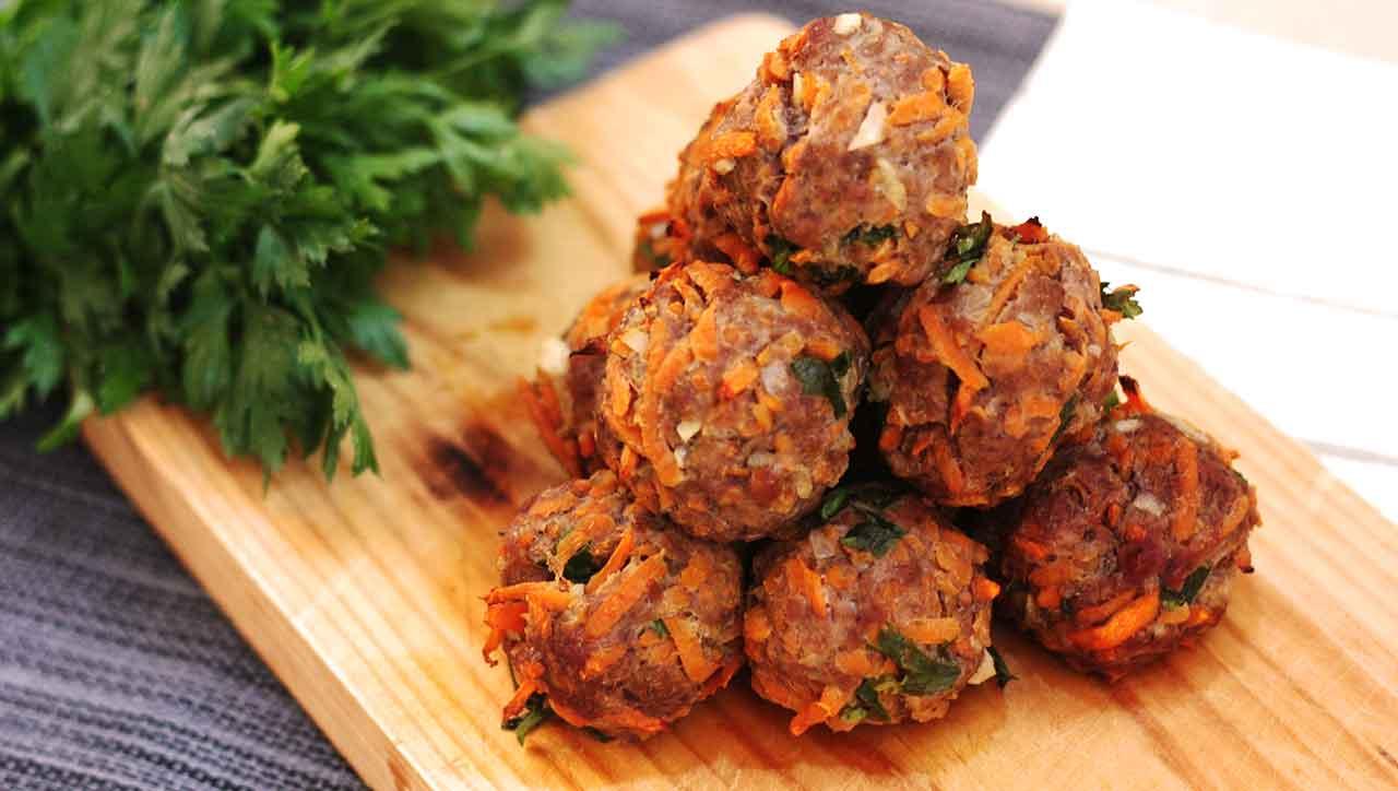 Hackbällchen mit Süßkartoffeln: bleiben saftig und leicht süßlich