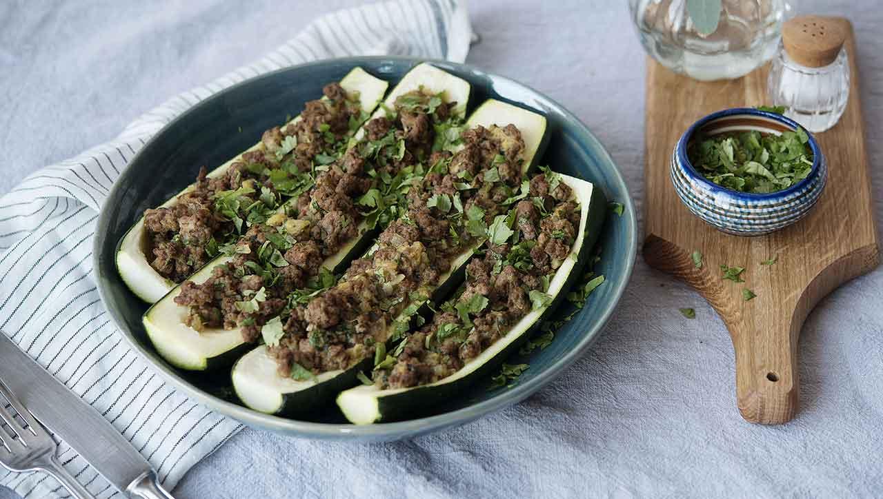 Gefüllte Zucchini mit exotischer Hackfleischsauce (Fotos: © kitchenstories)