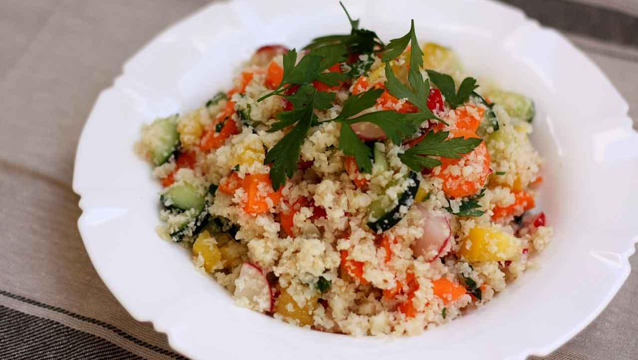 Bunter Blumenkohl Reissalat