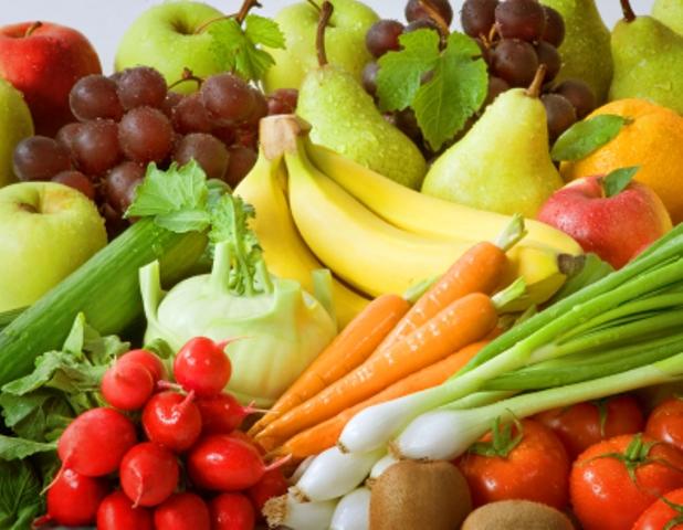 Ballaststoffreiche Lebensmittel sind z.B. Obst, Gemüse oder Nüsse