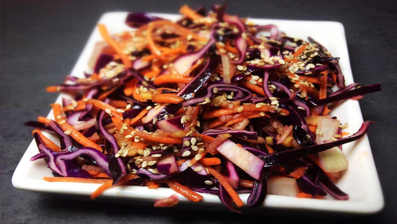 Coleslaw oder: Rotkohl-Karotten-Apfel Salat