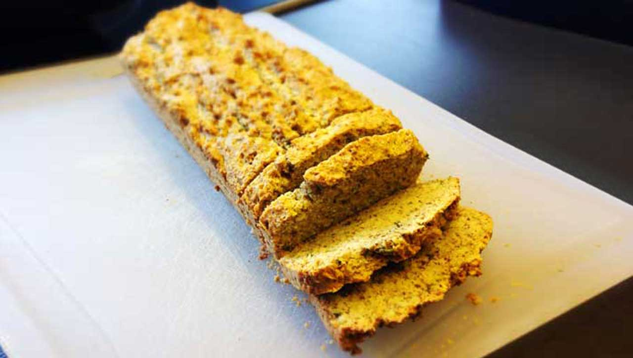 Ein Brot mit frischen Kräutern