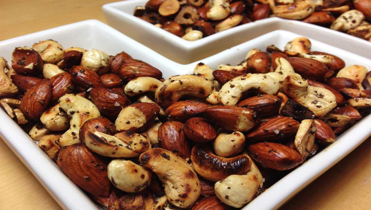 Paleo Snack: Geröstete Nüsse