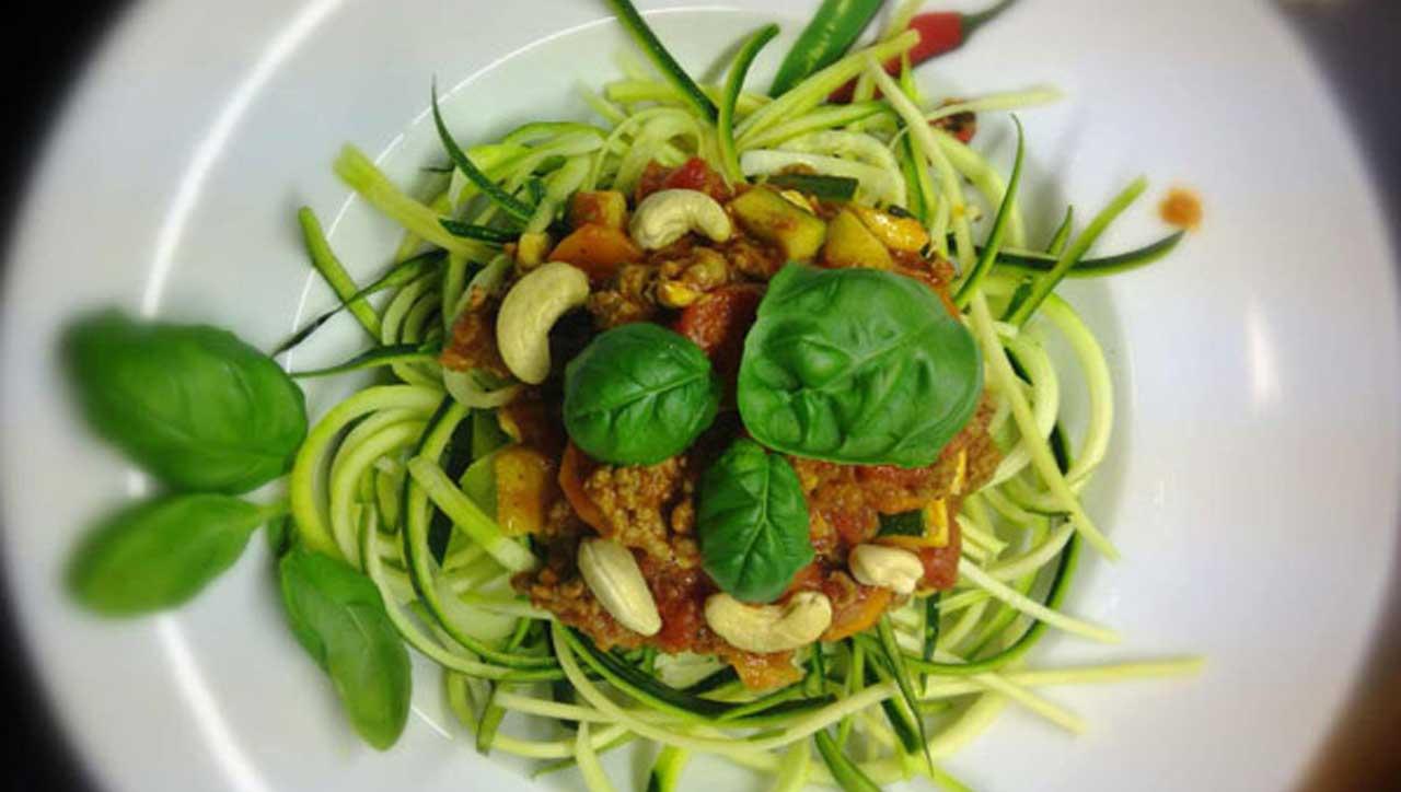 """Zucchini Spaghetti mit Bolognese """"Speziale"""""""