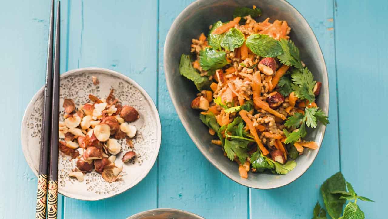 Haselnuss-Karotten Salat mit Hackfleisch
