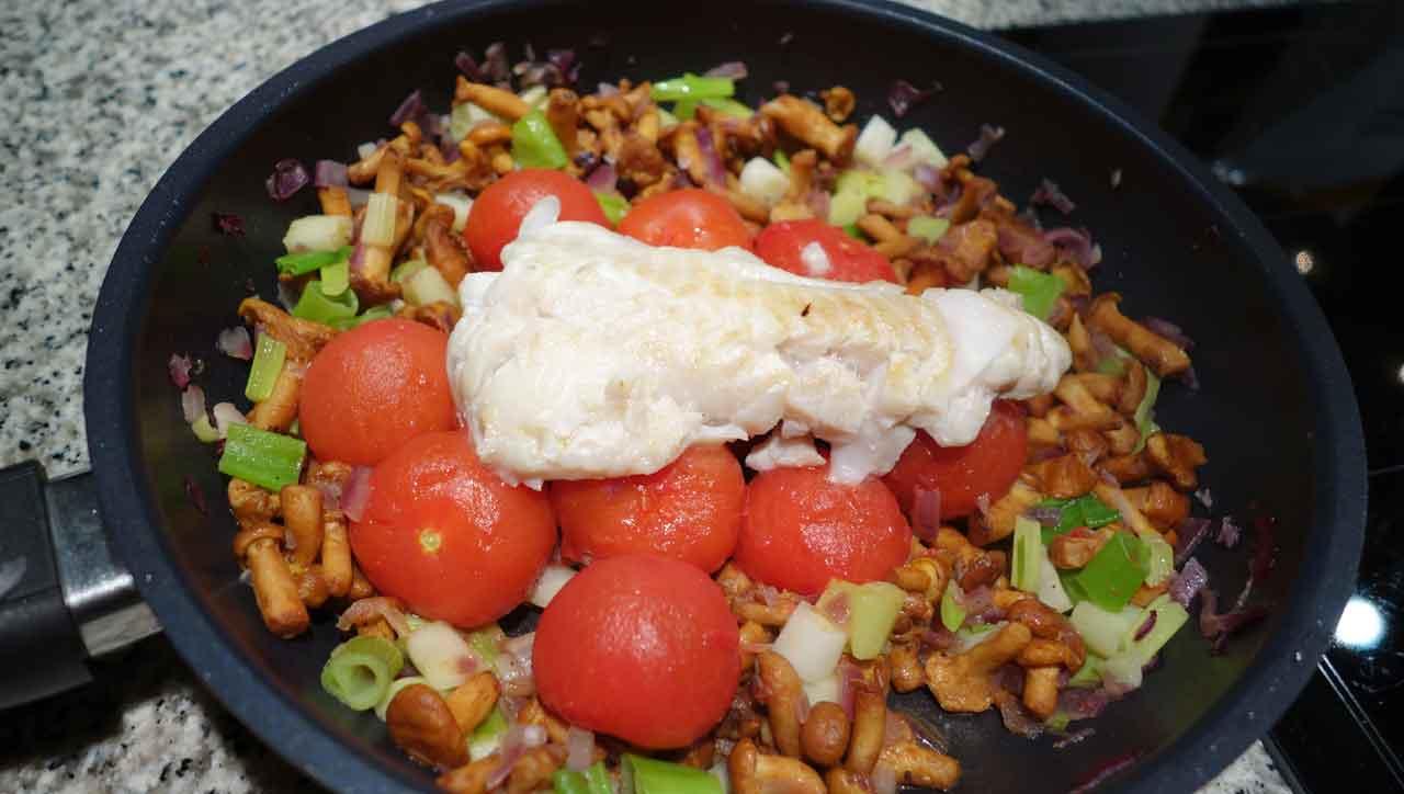 Rotbarsch auf Pfifferling-Tomaten