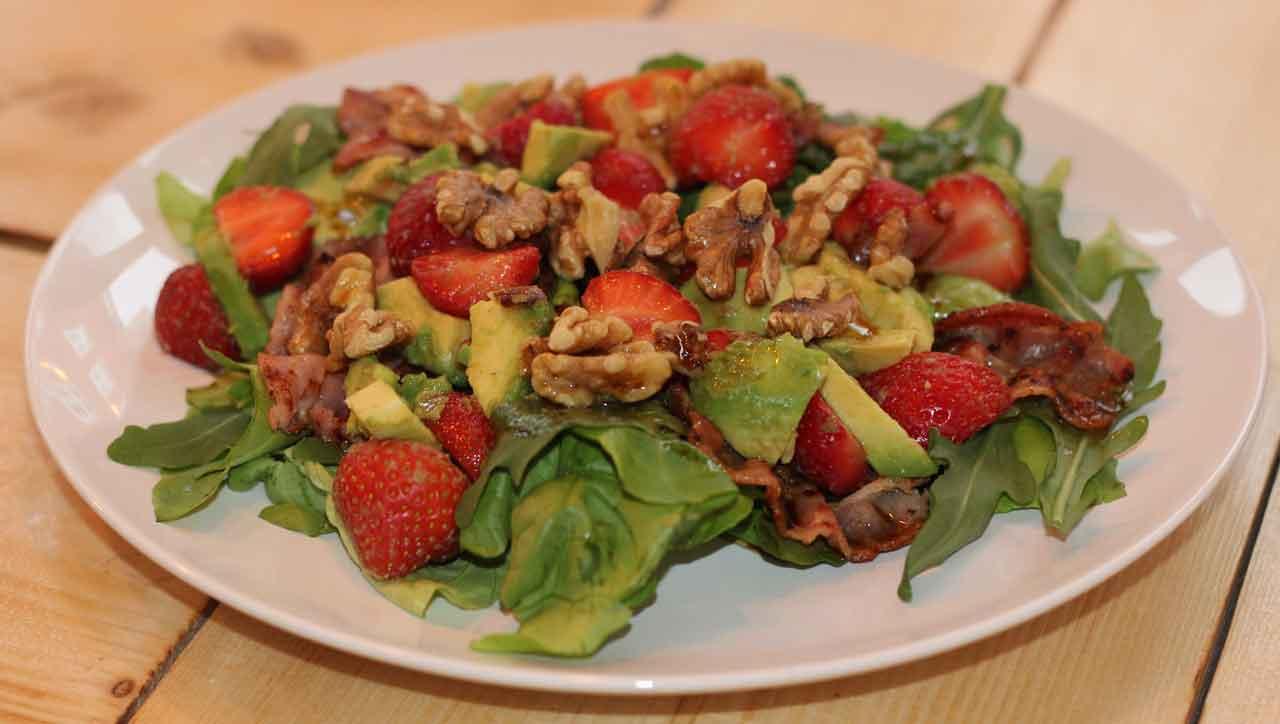 Erdbeersalat mit Speck