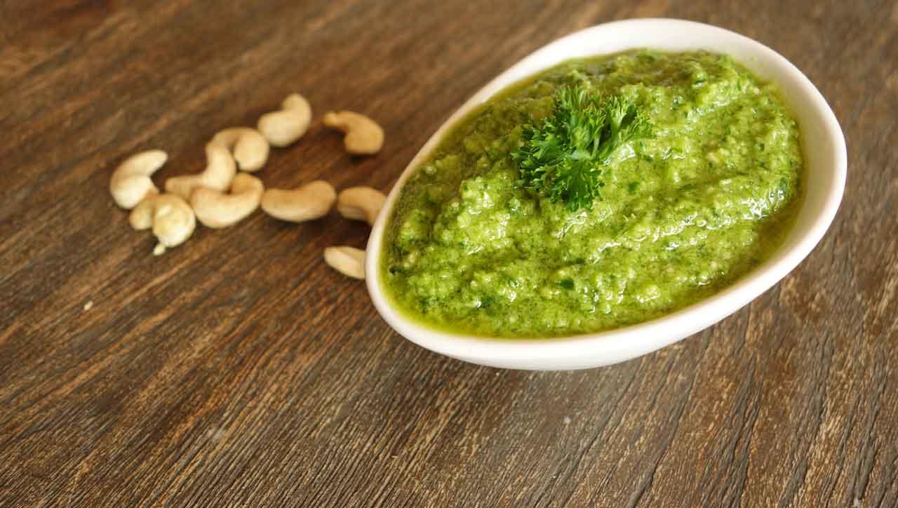 Zitronig frisch, nussig knackig: Das Petersilien Pesto