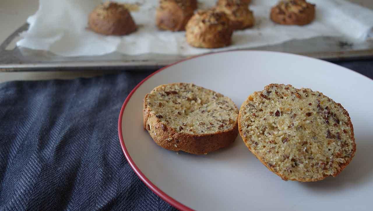 Hummus, Mandelbutter, Dips: Lecker auf dem Paleo Brötchen