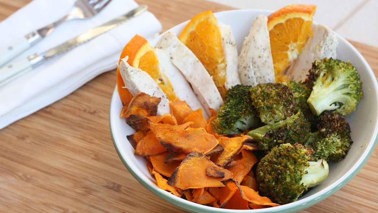 Saftiges Hähnchen, knackiges Gemüse, fruchtiger Geschmack: die Orangen Bowl