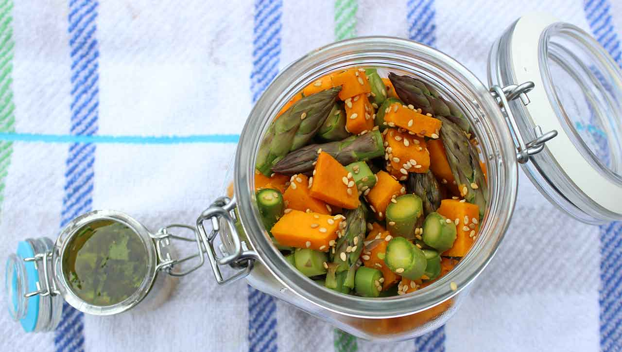Spargel Süßkartoffel Salat im Glas