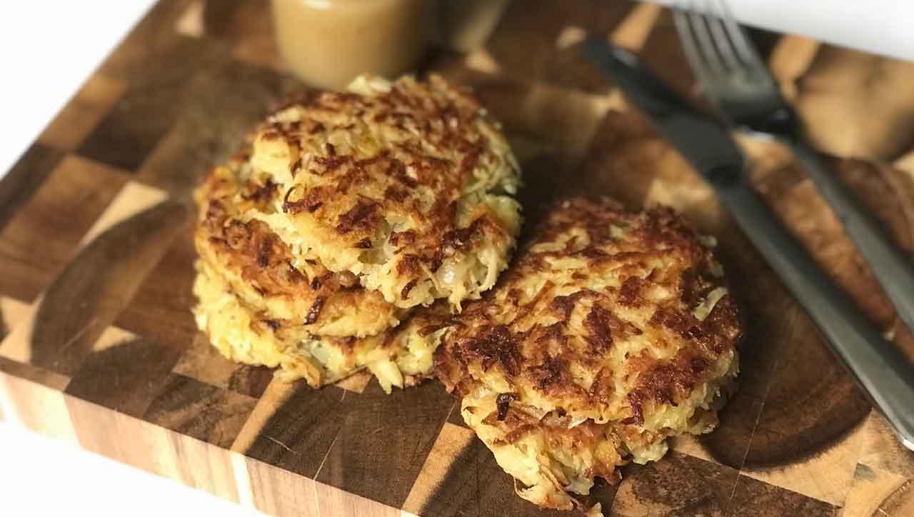 Kross und fluffig: Pastinakenpuffer schmecken süß und herzhaft