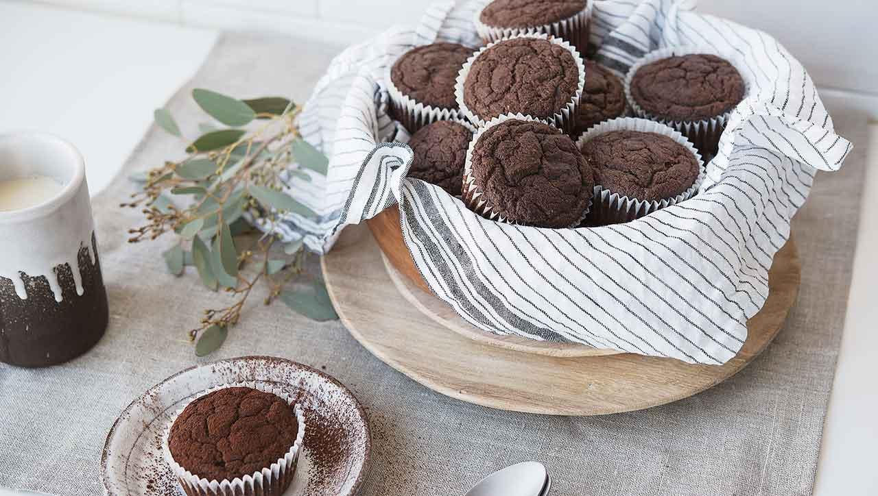 Schokomuffins für alle! Mit diesem leichten Rezept kein Problem (Fotos: © kitchenstories)