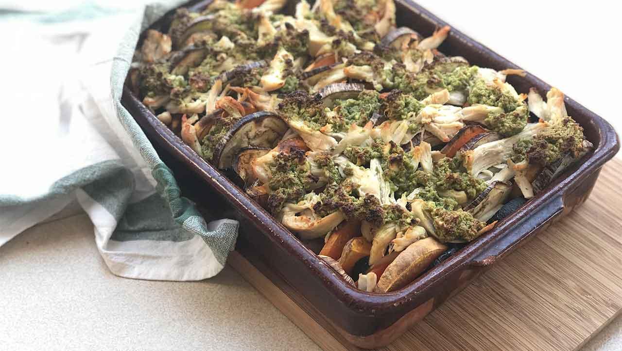 Buntes Gemüse, würziges Pesto, saftiges Hühnchen im Ofen Ratatouille