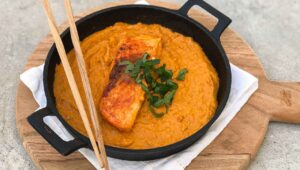 Cremiges Cashew Lachs Curry