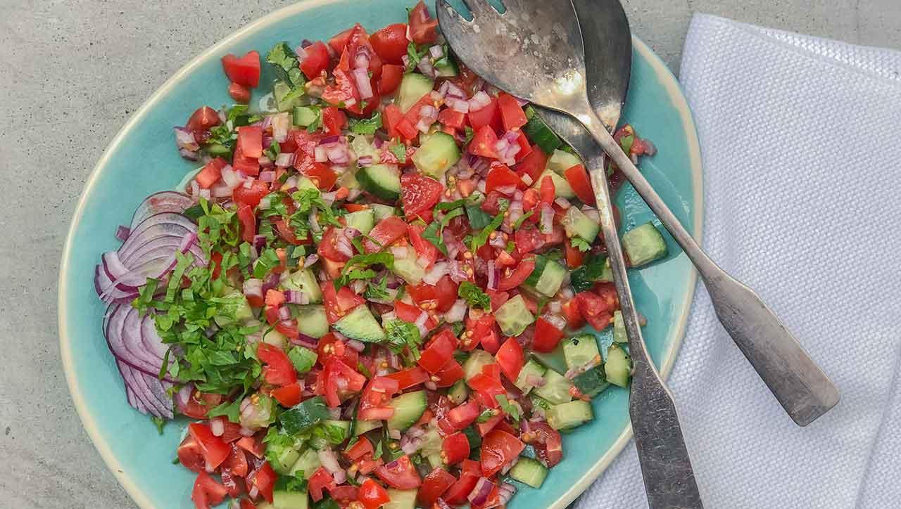 Tomate, Gurke, Kräuter: Der Shirazi Salat ist schnell fertig