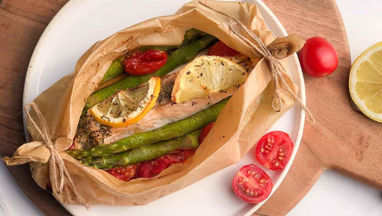 Lachs Spargel Päckchen aus dem Ofen: lecker und einfach